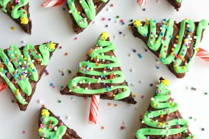 Easy Christmas tree brownies.