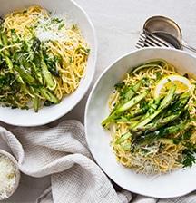Spaghetti carbonara with seasonal greens
