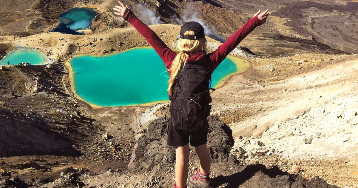The Tongariro Alpine Crossing is on of the most amazing things to do in NZ