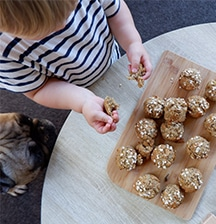 Healthy (and yummy) carrot and banana mini muffins